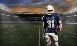 بازیکن فوتبال با یک لباس آبی